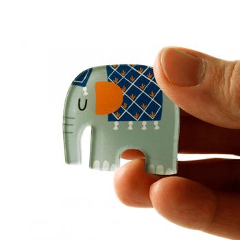 käselotti Acrylglas-Brosche Elefant